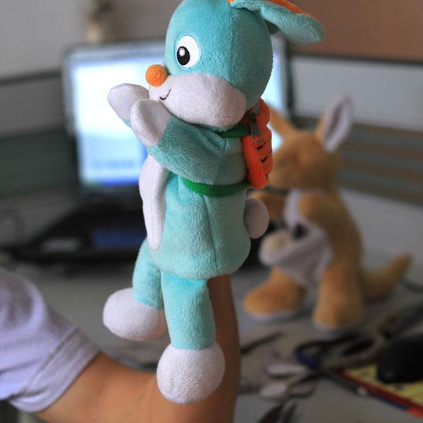 毛绒玩具-手套公仔兔